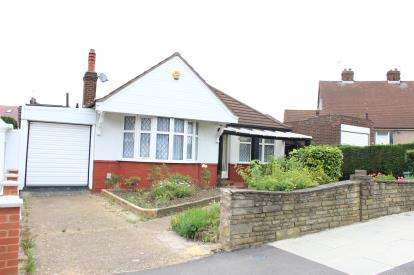 3 Bedrooms Bungalow for sale in Ilford