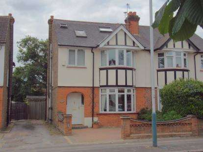 5 Bedrooms Semi Detached House for sale in Romford