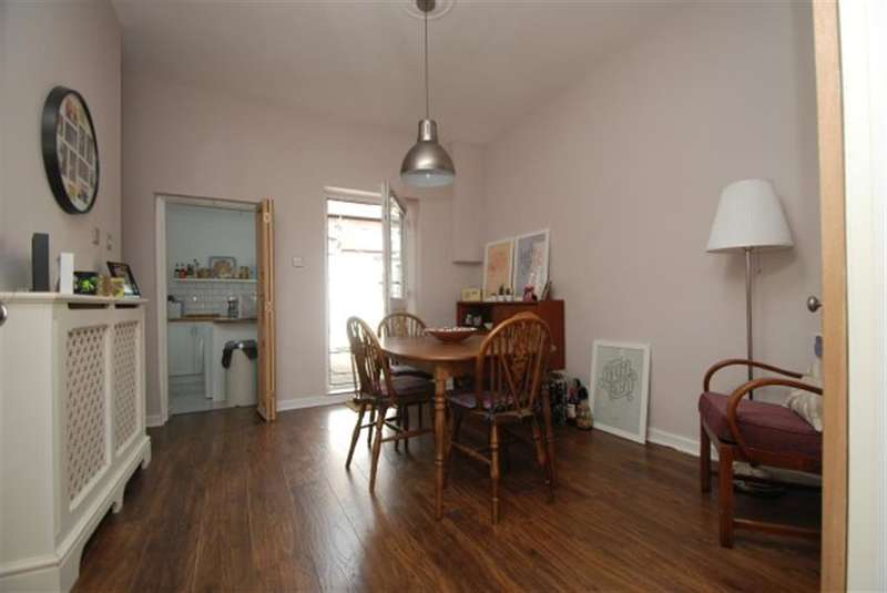 2 Bedrooms Terraced House for sale in Chadwick Street, Ashton-under-Lyne, Lancashire, OL6 6RE