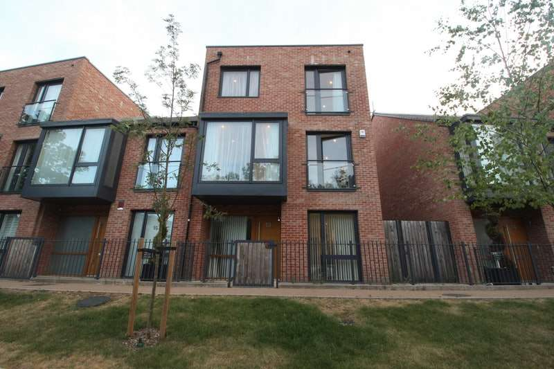 5 Bedrooms End Of Terrace House for sale in Ruskin Parade, Edgware, London, HA8