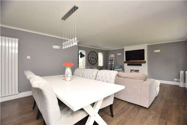 4 Bedrooms Link Detached House for sale in Estcourt Road, GLOUCESTER, GL1 3LU