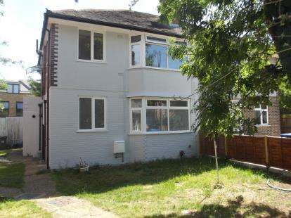 2 Bedrooms Maisonette Flat for sale in Methuen Close, Edgware, Middlesex