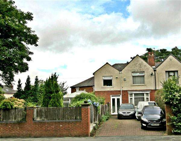 4 Bedrooms Semi Detached House for sale in Bury Old Road, Prestwich