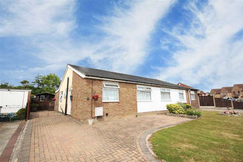 3 Bedrooms Bungalow for sale in Second Avenue, Weeley