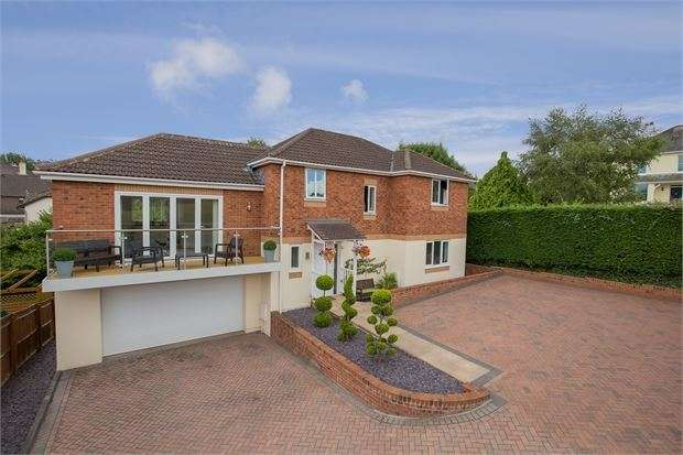 4 Bedrooms Detached House for sale in Abbotswood, Ogwell, Newton Abbot, Devon. TQ12 6FT