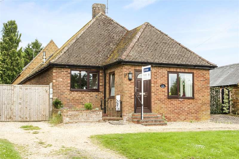 2 Bedrooms Detached Bungalow for sale in Upper Green, Moreton Pinkney, Daventry, Northamptonshire, NN11