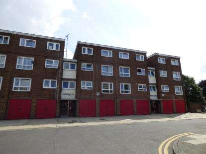 3 Bedrooms Maisonette Flat for sale in Barking, Essex