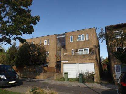 1 Bedroom Flat for sale in Polruan Place, Fishermead, Milton Keynes, Buckinghamshire