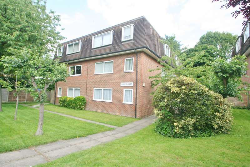 2 Bedrooms Flat for sale in PURLEY RETIREMENT FLAT
