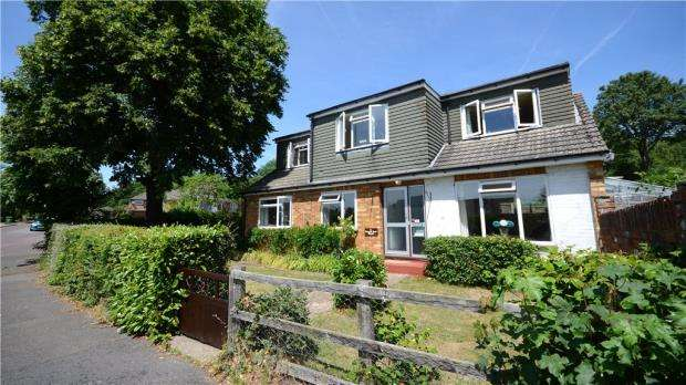 4 Bedrooms Detached House for sale in Forest End Road, Little Sandhurst, Berkshire