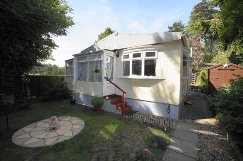 2 Bedrooms Detached House for sale in Sunnyside Park, Ringwood