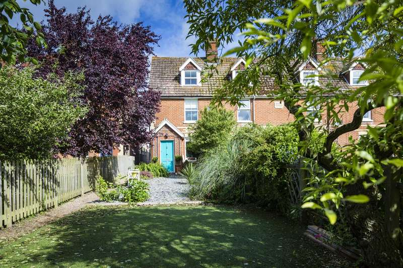 3 Bedrooms Terraced House for sale in Medway Terrace, Wateringbury
