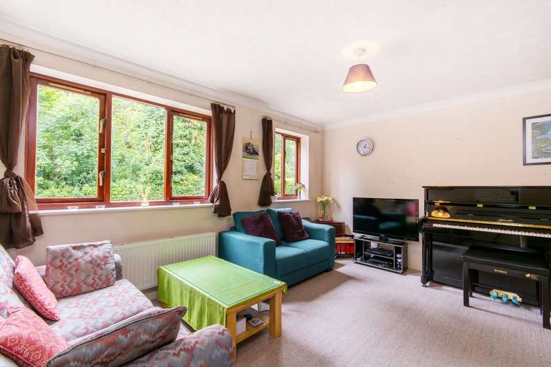 2 Bedrooms Flat for sale in Kirk Rise, Sutton, SM1