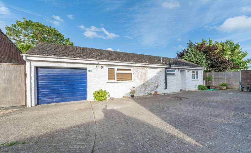 2 Bedrooms Bungalow for sale in Carbonel Close, Basingstoke, Hampshire, RG23