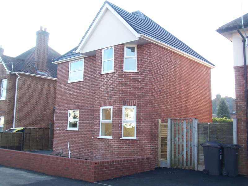 2 Bedrooms Detached House for rent in Malmesbury Park Road, Charminster, Bournemouth