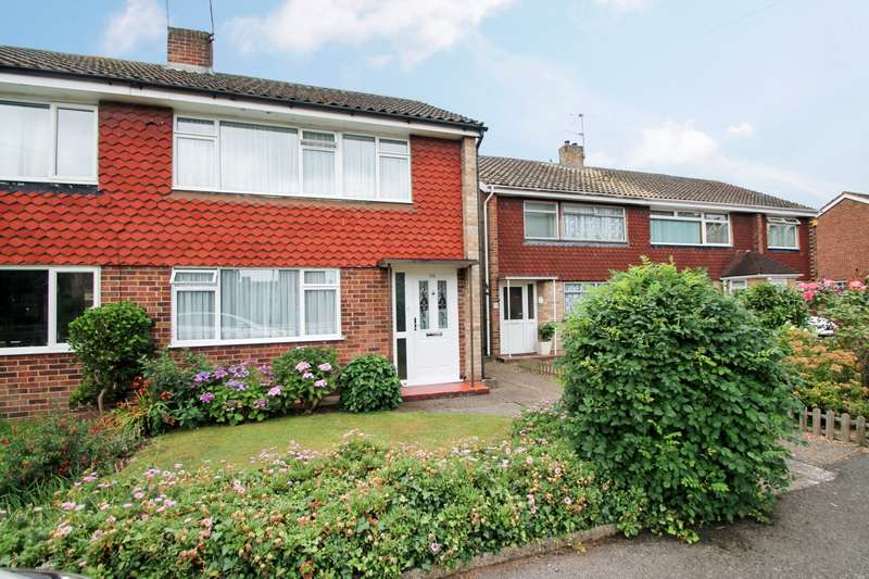 3 Bedrooms Semi Detached House for sale in Feltham Hill Road, Ashford, TW15