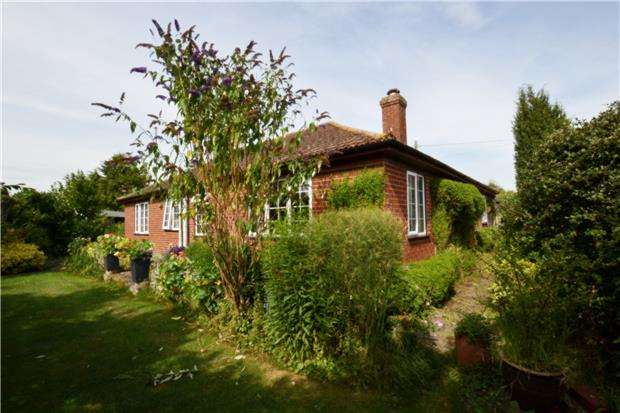 3 Bedrooms Detached Bungalow for sale in Milton Road, Sutton Courtenay,OX14 4BT