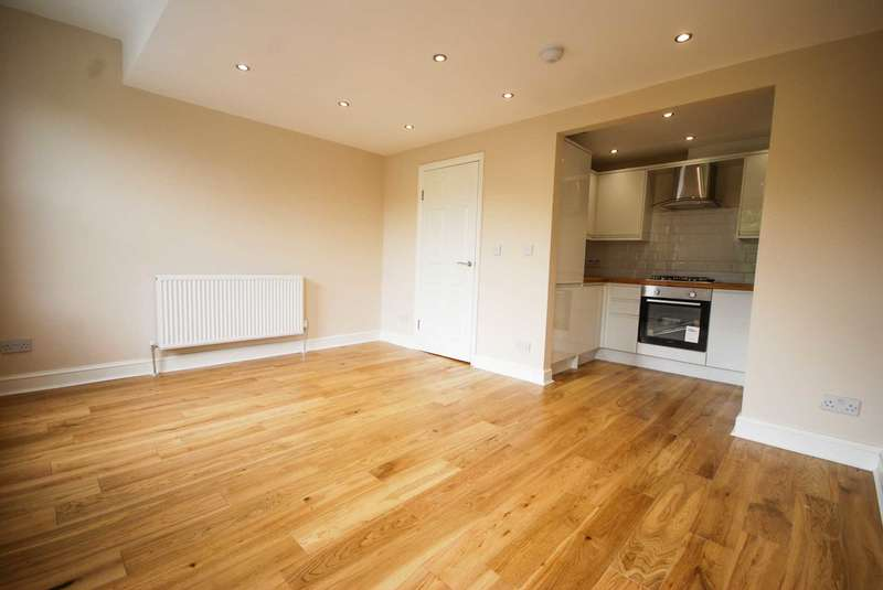 2 Bedrooms Flat for sale in Worsley Road, Leytonstone