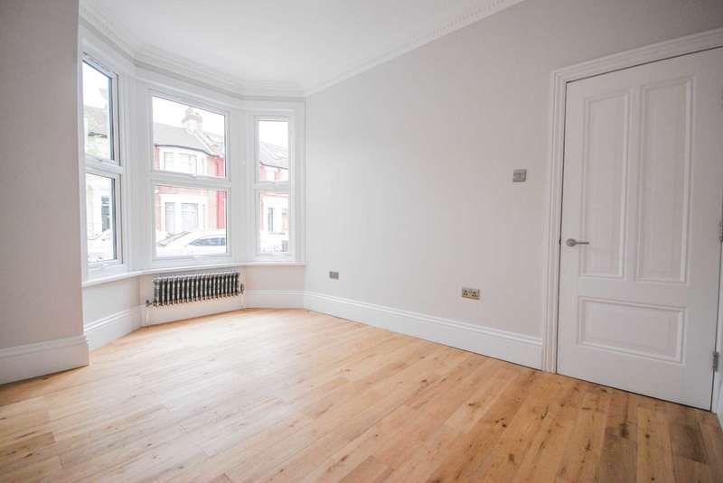 2 Bedrooms Flat for sale in Leasowes Road, London