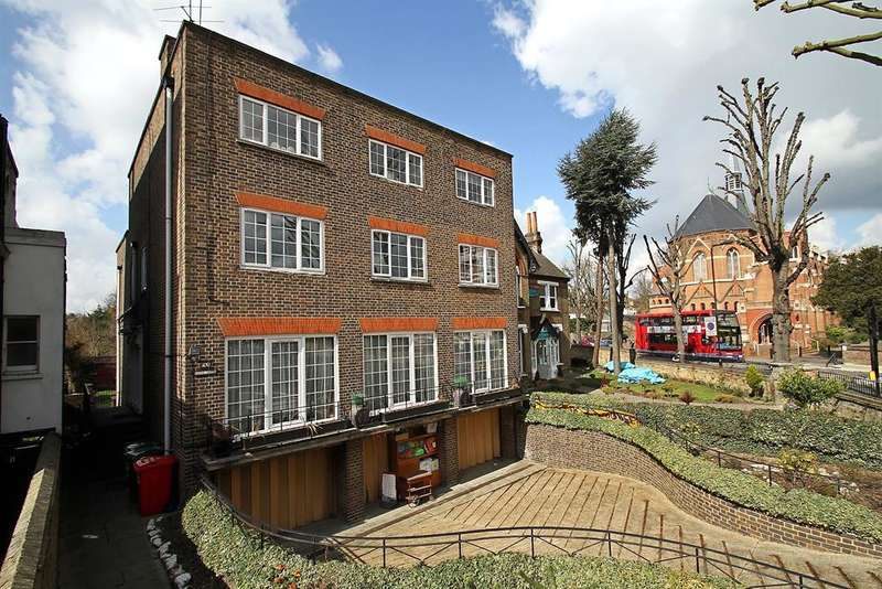 3 Bedrooms Farm House Character Property for sale in Haven Green, London, , W5 2UU