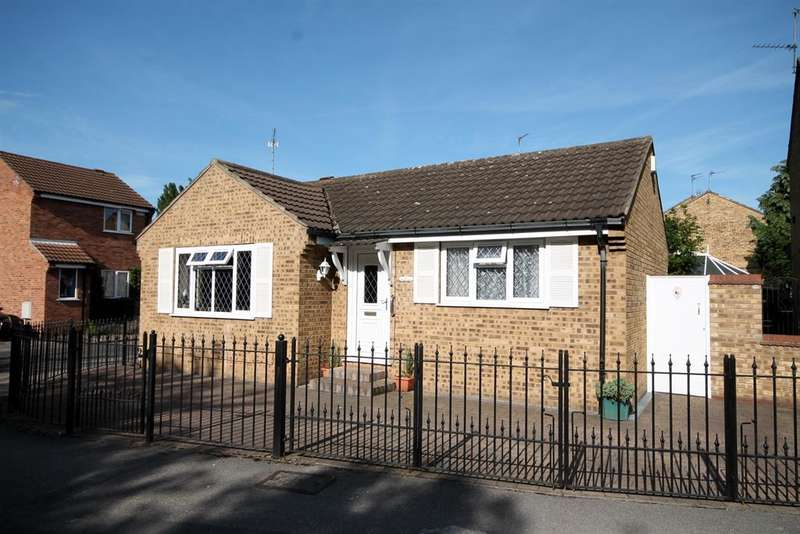 2 Bedrooms Bungalow for sale in Montrose Avenue, York, YO31 8FB