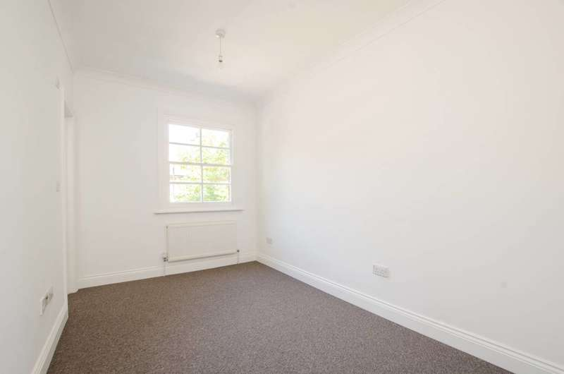2 Bedrooms Flat for sale in Merrow Street, Elephant and Castle, SE17