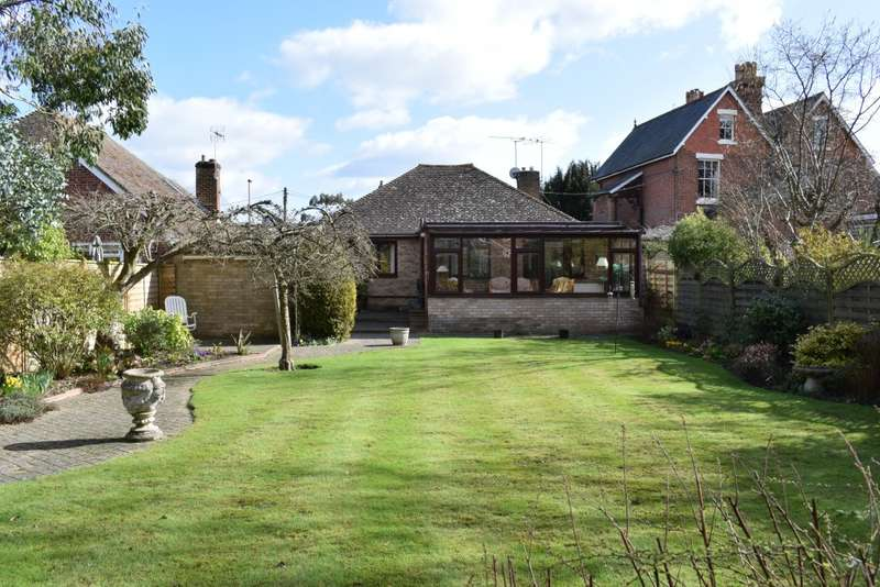 2 Bedrooms Bungalow for sale in Station Road, Staplehurst