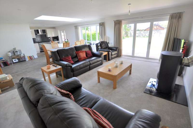 3 Bedrooms Detached Bungalow for sale in West Parley