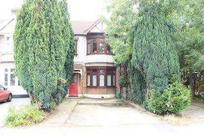 3 Bedrooms Terraced House for sale in Barkingside, Ilford
