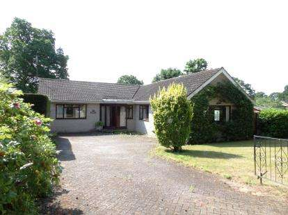 3 Bedrooms Bungalow for sale in Woodland Drive, Woodhall Spa
