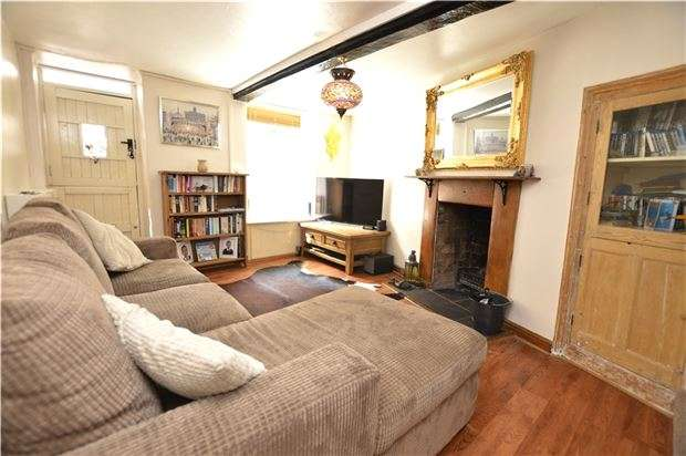 3 Bedrooms Terraced House for sale in Middle Street, STROUD, Gloucestershire, GL5 1DZ