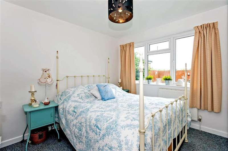 3 Bedrooms Bungalow for sale in Manor Gardens, Southbourne, West Sussex