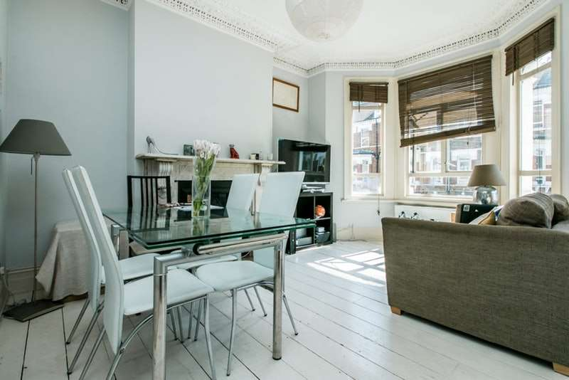 2 Bedrooms Flat for sale in Mayflower Road, London, London, SW9