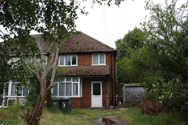 3 Bedrooms Semi Detached House for sale in Stratford Road, Ash Vale, Surrey