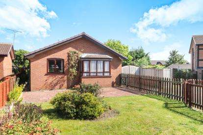 3 Bedrooms Bungalow for sale in Craithie Road, Vicars Cross, Chester, Cheshire, CH3
