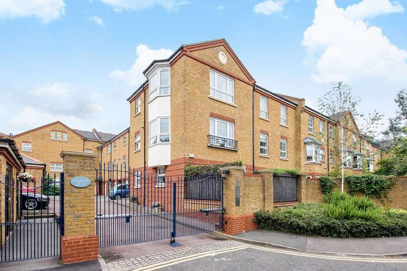 2 Bedrooms Flat for sale in Gwynne Close, Corney Reach, W4