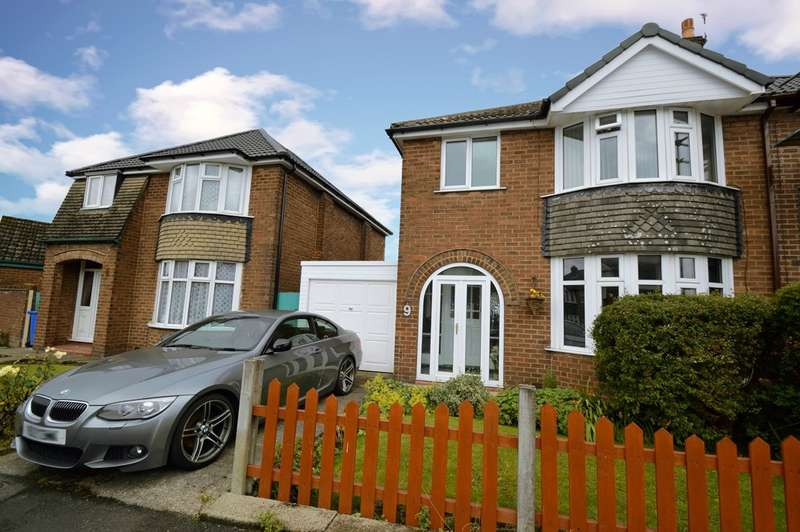 3 Bedrooms Semi Detached House for sale in Sandown Road, Bury, BL9