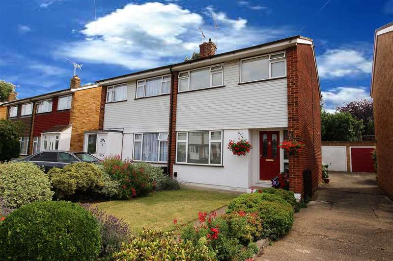 3 Bedrooms Semi Detached House for sale in Hollowfield Avenue, Grays