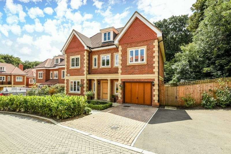 5 Bedrooms Detached House for sale in Westminster Close, Northwood