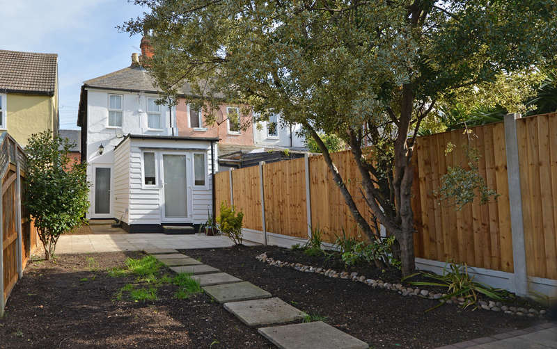 2 Bedrooms End Of Terrace House for sale in Queens Road, Burnham-on-Crouch