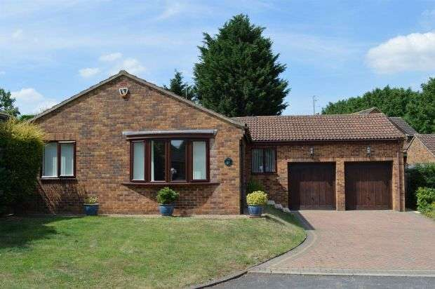 3 Bedrooms Detached Bungalow for sale in Hilberry Rise, Berrydale, Northampton NN3 5ER