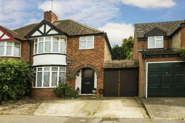3 Bedrooms Semi Detached House for sale in Byron Road, Earley, Reading