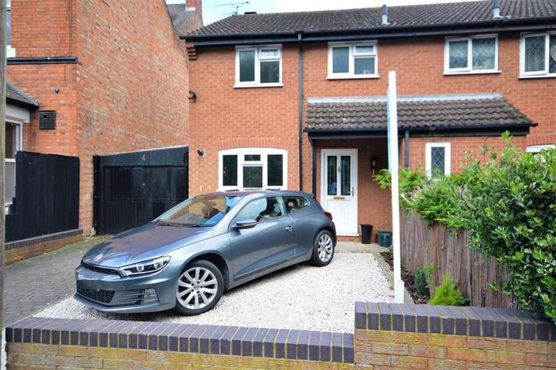 3 Bedrooms Semi Detached House for sale in Station Road, Wigston, LE18 2DH
