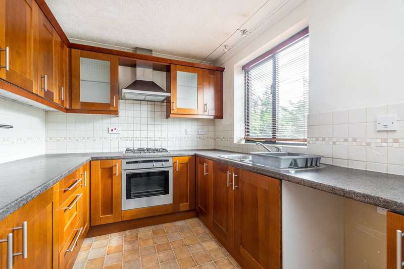 4 Bedrooms House for sale in Sycamore Close, Feltham, TW13