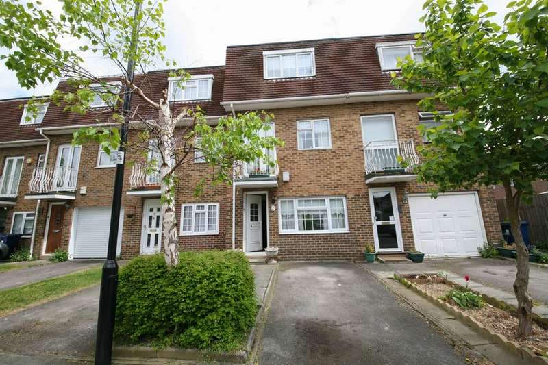 4 Bedrooms Town House for sale in Rowan close, Ealing, London, W5