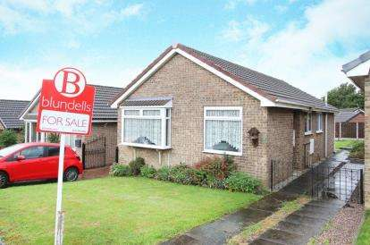 3 Bedrooms Bungalow for sale in Middlecliff Rise, Waterthorpe, Sheffield, South Yorkshire