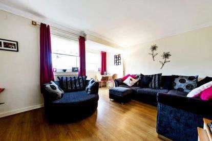 2 Bedrooms Maisonette Flat for sale in Dunkeld Lane, Moodiesburn, Glasgow, North Lanarkshire