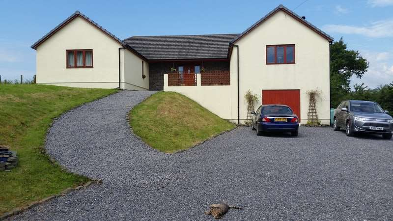 5 Bedrooms Detached House for sale in Felingwm, Carmarthen, Carmarthenshire, SA32