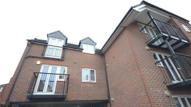 2 Bedrooms Apartment Flat for sale in Norwood Road, Reading, Berkshire