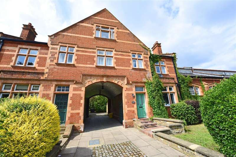2 Bedrooms Maisonette Flat for sale in Bradshaw Close, Wimbledon